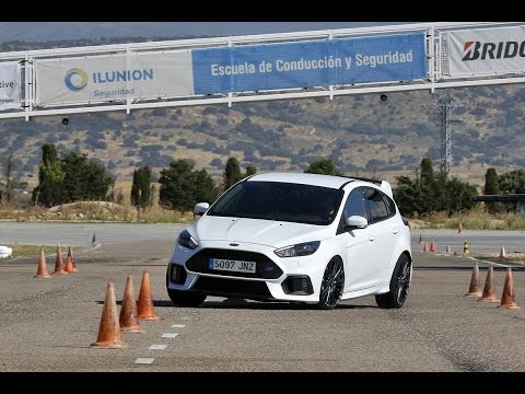 Ford Focus RS 2016. Maniobra de esquiva (moose test) y eslalon | km77