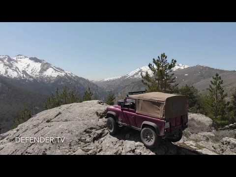 Two Land Rover Defender Soft Top in Corsica Mai 2018