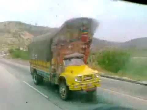 Daewoo Bus - Kallar Kahar - M2 Moterway - Pakistan 19 april 2012