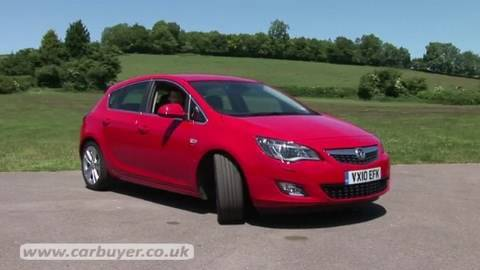 Vauxhall Astra hatchback review 2010 - CarBuyer